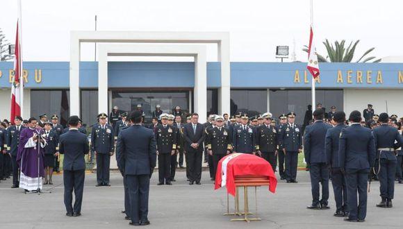 A la ceremonia asistieron los ministros de Defensa, José Huerta Torres; y del Interior, Mauro Medina, quienes expresaron sus condolencias a los deudos. (TV Perú Noticias/Ministerio de Defensa)