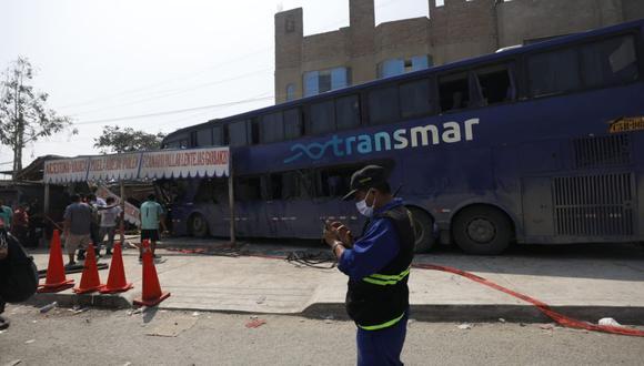 El ómnibus impactó contra tres negocios en Huachipa. (Foto: Diana Marcelo/@photo.gec)