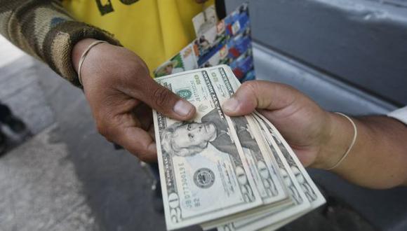 GANA TERRENO. El sol pierde 7.6% ante el dólar en lo que va del año. (Mario Zapata)