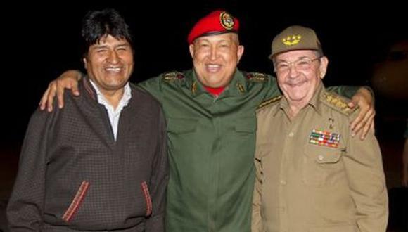 SOCIOS. Evo Morales, Hugo Chávez y el cubano Raúl Castro. (AP)