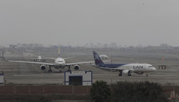 Una de las funciones de la guía digital de Indecopi es que permite comparar las rutas que realizan 5 aerolíneas que operan en Perú. (Foto: GEC)