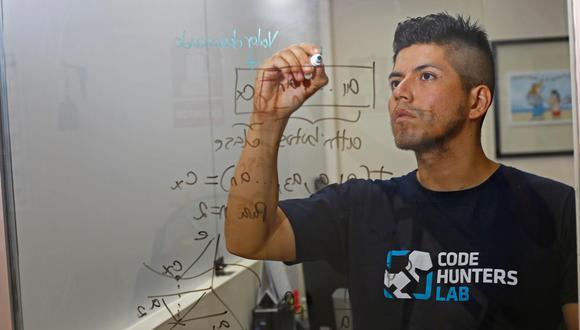 """""""Si las personas entendieran en qué parte de su día a día están las matemáticas, las valorarían, sentirían más curiosidad y las respetarían"""", declara el matemático (Francisco Neyra/Perú21)."""