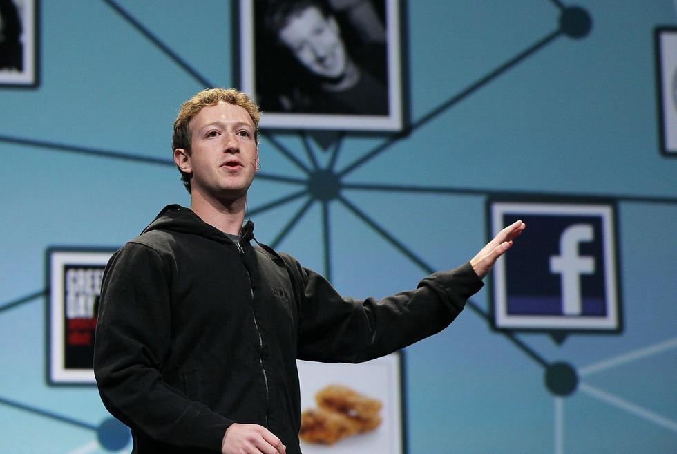 Facebook cumple hoy 15 años entre aciertos y desaciertos que han colocado a Mark Zuckerberg en el centro de la polémica en los últimos meses. (Foto: AFP)