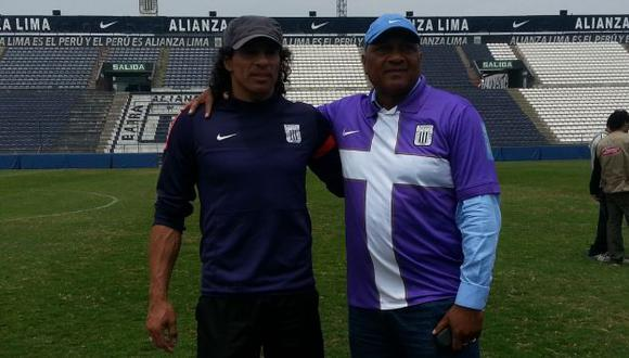 José Velásquez visitó al entrenador de Alianza Lima, Francisco Pizarro. (Carlos Lara Porras)