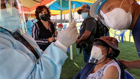 La Fiscalía también dio una serie de recomendaciones como grabar el proceso de vacunación contra el COVID-19, identificar al personal que los atenderá, entre otros (Foto: Ministerio Público Arequipa)