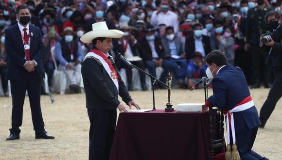 Pedro Castillo tomó el juramento de Guido Bellido como primer ministro en Ayacucho, y horas después de otros 16 ministros. (Foto: Alessandro Currarino / @photo.gec))