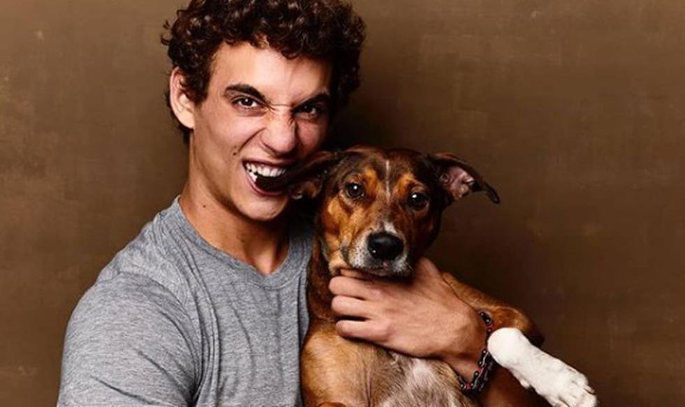 Miguel Herrán, quien interpreta a 'Christian' en 'Élite', la exitosa serie de Netflix, se robó las miradas al presentar a su mascota.