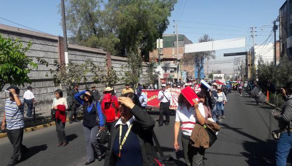 Docentes protestan en el Centro Histórico de Arequipa.