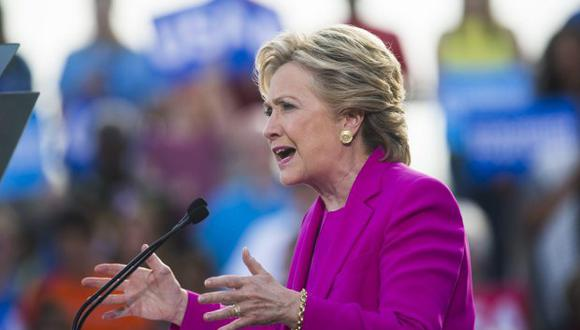 Hillary Clinton será productora ejecutiva de esta adaptación audiovisual que podría tener forma de película televisiva o de serie limitada. (Foto: EFE)