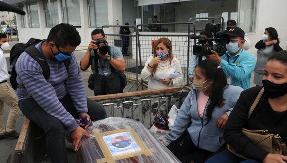 La capital ecuatoriana sigue encabezando la lista como la ciudad con mayor número de casos, al registrar 102 nuevos contagios respecto a la víspera, mientras que Guayaquil, segunda urbe del país, suma 11.823, cinco más que el domingo. (Foto: JOSE SANCHEZ LINDAO / AFP)
