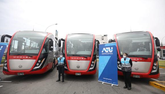 El nuevo servicio contará con una flota conformada por 13 vehículos, 3 de los cuales son buses articulados de 18 metros, que tienen capacidad para 49 personas sentadas y funcionan a gas natural. (Fotos Britanie Arroyo / @photo.gec)