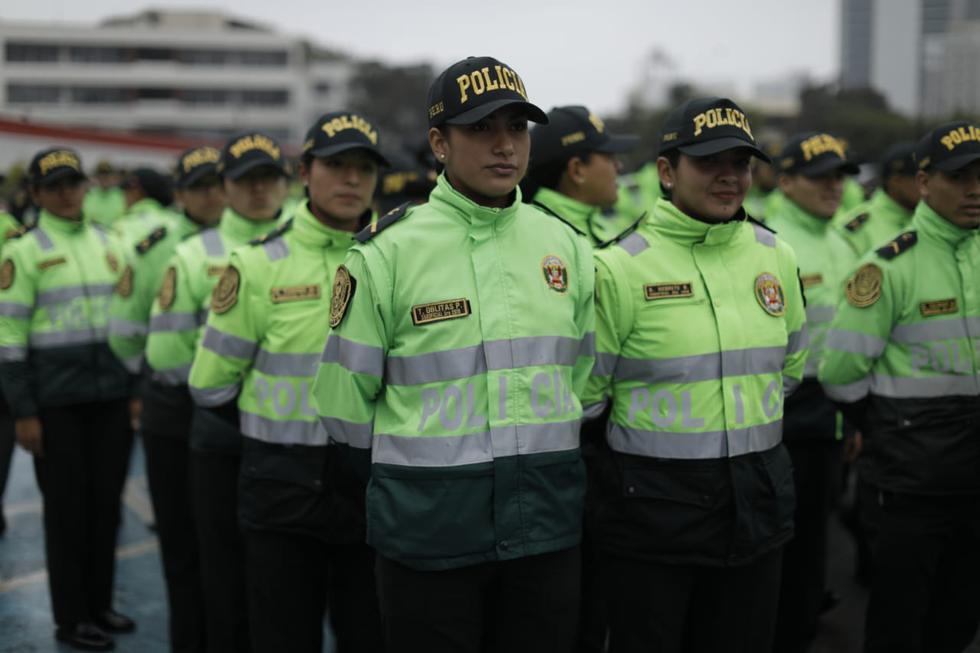 Agentes egresados de las diferentes escuelas de la Policía se incorporarán a las labores de patrullaje. (Anthony Niño De Guzmán/GEC)