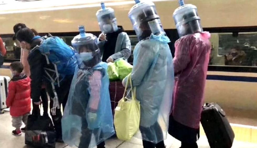 La súbita e ingente demanda de material de protección contra el coronavirus y la escasez de este, sumada a los temores de la gente, han hecho que los chinos saquen punta a su ingenio para tratar de protegerse de la epidemia. (EFE).