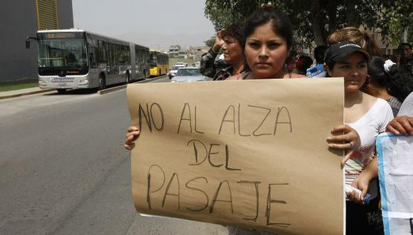 Protesta. Por la mañana, vecinos exigieron bajar tarifas. (Luis Gonzáles)