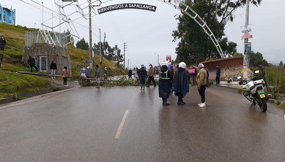 Policía controló a manifestantes y liberó la vía