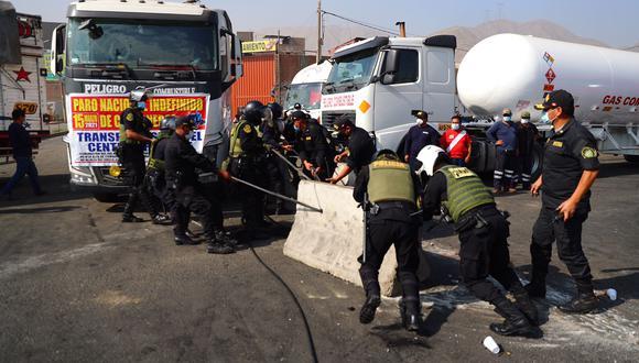 Mininter anunció que policías detendrán y luego se denunciará a transportistas que obstruyan carreteras. (Foto: Hugo Curotto/GEC)