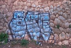 Cusco: Sujetos pintan grafiti con aerosol y malogran muro inca