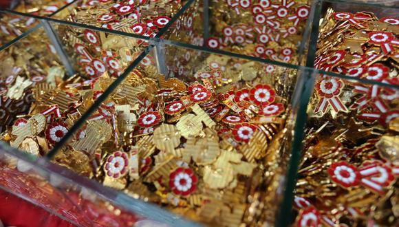 Las escarapelas son infaltables en Fiestas Patrias.  (Foto: GEC)
