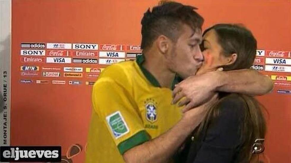 Al parecer a Neymar no le fue suficiente ganar la Copa Confederaciones. En la imagen se le ve besando a la prometida de Iker Casillas, Sara Carbonero. (Jueves)