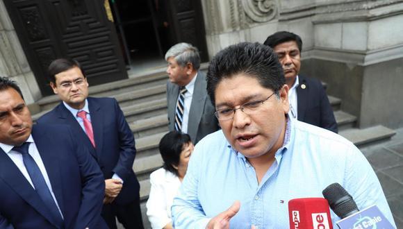 Rennán Espinoza le había pedido públicamente a Guillermo Aliaga su renuncia a la bancada. (Foto: GEC)