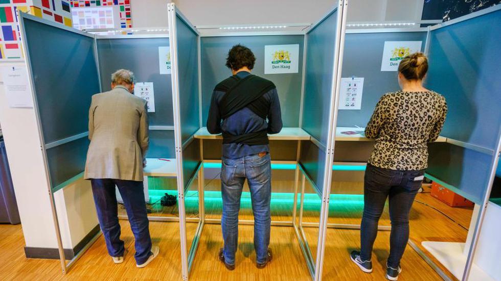 Las elecciones para el Parlamento Europeo inician en Reino Unido y Holanda. (AFP)