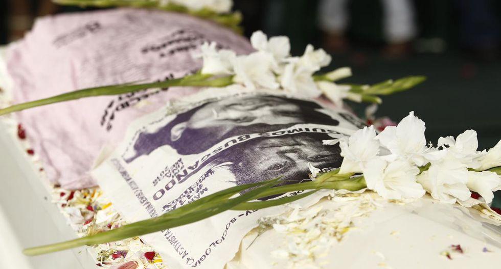 Restos de Solsiret Rodríguez fueron enterrados esta tarde en medio de arengas clamando justicia. (GEC)