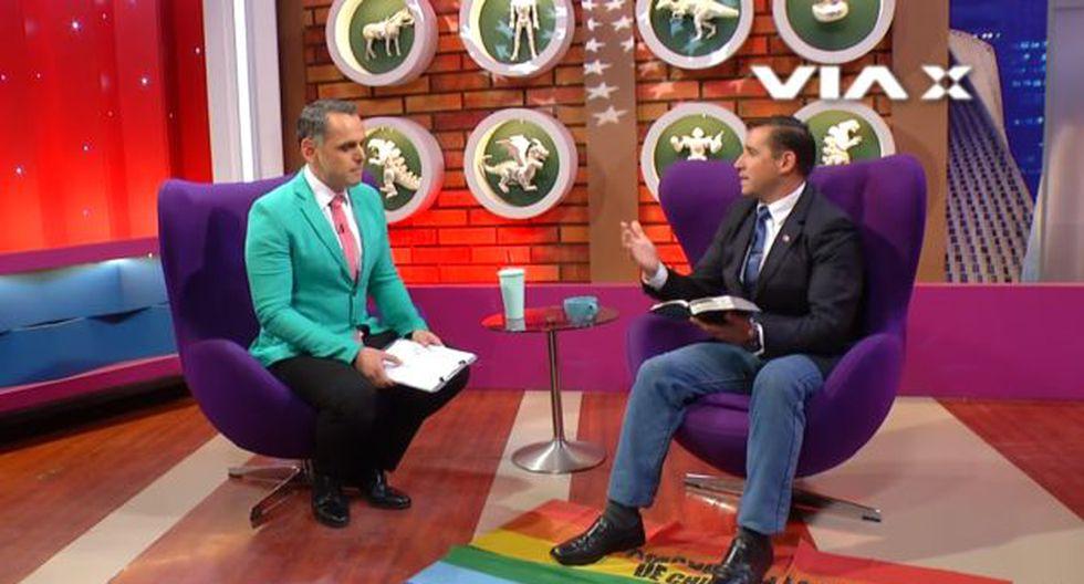 """""""Antes de avanzar (con la entrevista), tengo un poco frío en los pies. Vamos a colocar una alfombra"""", dijo el pastor chileno Javier Soto."""