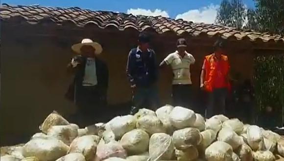 La Libertad: los moradores de la zona encontraron gran cantidad de paquetes de forma ovoide, por lo que reportaron el hallazgo a las autoridades. (Foto: Captura de video)