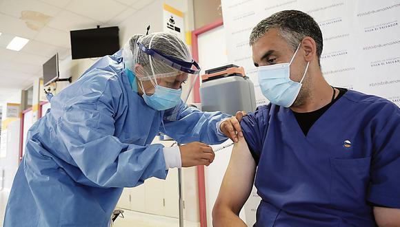 """""""El escenario que se vislumbra es que en el corto plazo lamentablemente no se permitiría que se puedan comprar las vacunas por parte de los privados"""", comentó Merchor.  (Foto: Minsa)"""