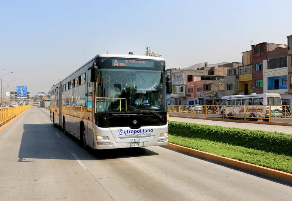 Operadores del Metropolitano y COFIDE, Banco de Desarrollo del Perú, llegaron a un acuerdo en iniciar el pago de los créditos otorgados hace casi 9 años. (Foto: Municipalidad de Lima)