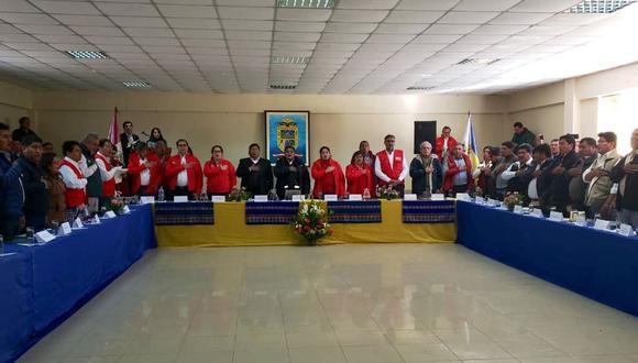 Los ministros participan en la mesa de dialogo con representantes de los ciudadanos de Candarave. (Foto: Minam)