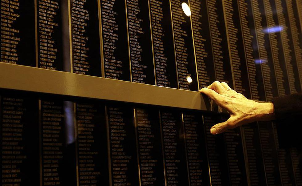 El mundo rememora hoy la barbarie y el horror nazi en el 69 aniversario de la liberación del campo de exterminio de Auschwitz. (Reuters)