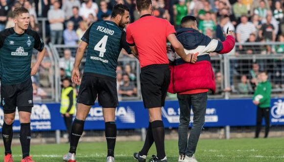Pizarro selló el 7-1 del Werder Bremen frente al Oldenburg. (Foto: @werderbremenES)