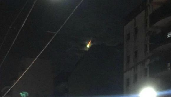 Ecuador: Extraña luz se vio desde las afueras de Guayaquil. (Twitter / @pabloschi)