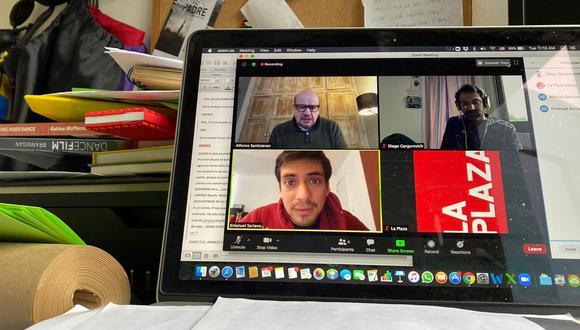 """Alfonso Santistevan,  Emanuel Soriano y el director Diego Gargurevich durante un ensayo de """"Morir cantando"""". Foto: Los Productores"""