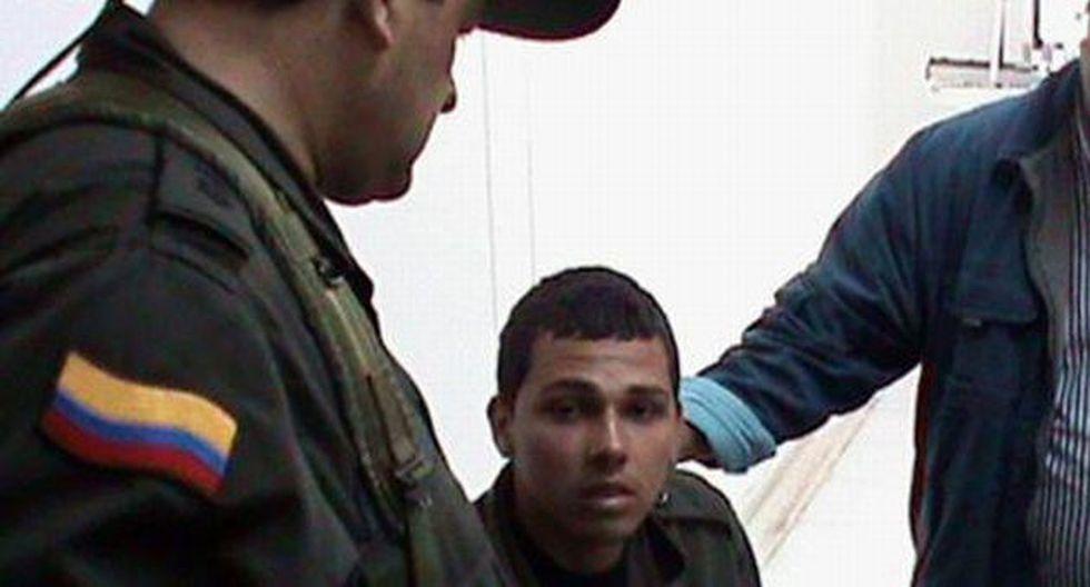 Harrison Stiven Giraldo fue entregado a personal de la Cruz Roja. (El Tiempo)