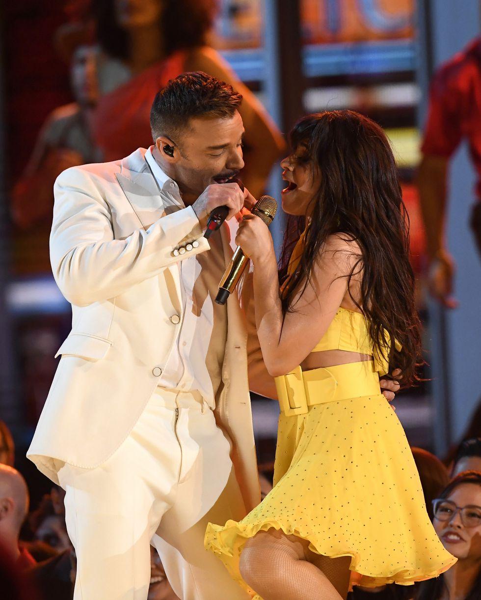 Ricky Martin, J Balvin y Camila Cabello se unieron para dar inicio a la edición 61 del Grammy. (Foto: AFP)