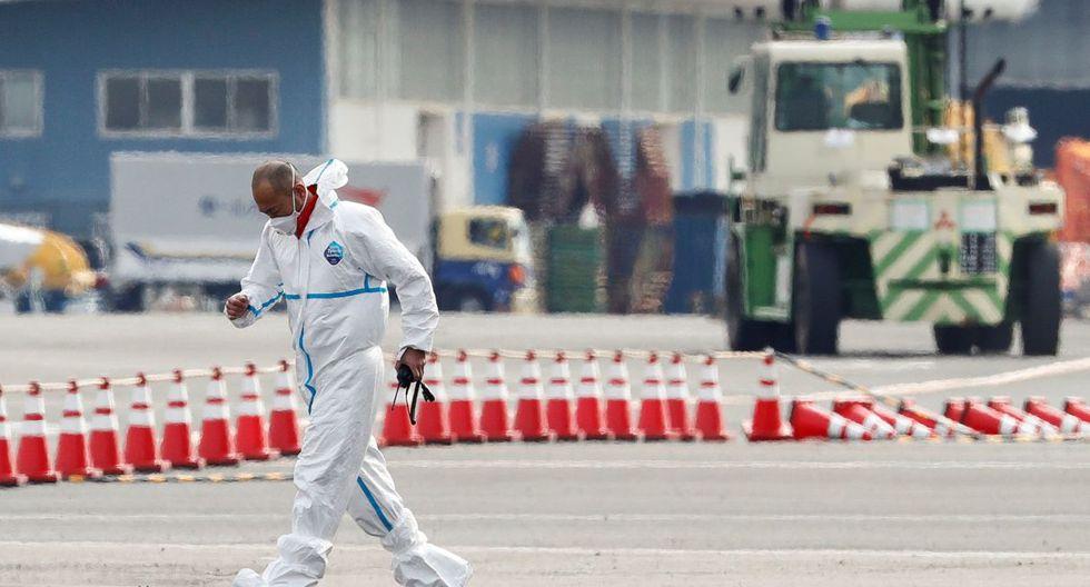 Las autoridades niponas pusieron en cuarentena ese buque el pasado lunes y han pedido a cerca de 3.700 ocupantes que no lo abandonen hasta dentro de unas dos semanas. (Reuters).