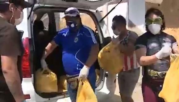 Músicos y padre de Edison Flores llevaron ayuda a familias vulnerables de Comas.