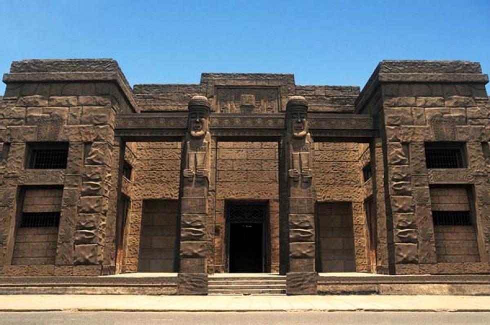 Su imponente fachada llama la atención de los transeúntes. (Foto: Facebook Museo Nacional de la Cultura Peruana)