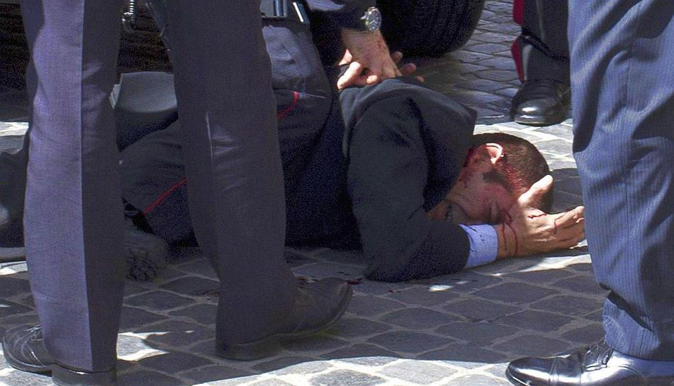 Dos policías resultaron heridos por el tiroteo, que tuvo lugar frente al Palacio Chigi, sede del Gobierno. (Reuters)