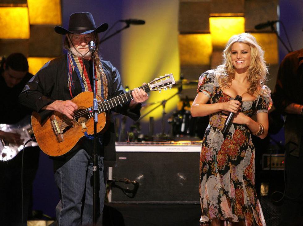 Jessica Simpson retornó al escenario luego de 9 años con Willie Nelson | Foto: AFP