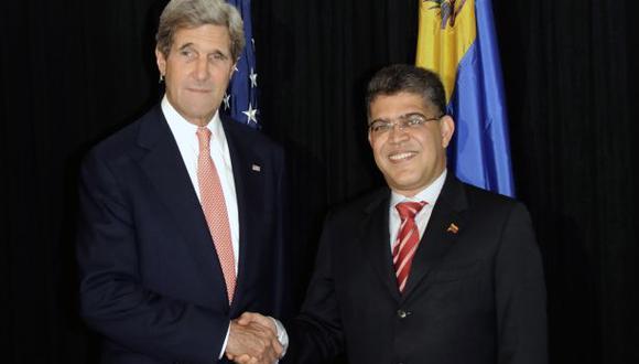 Kerry y Jaua sostuvieron reunión paralela a la asamblea de la OEA. (AFP)