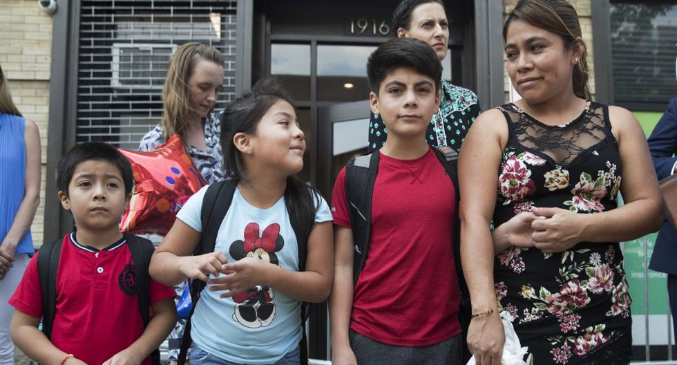 La madre y sus hijos viajarán a Carolina del Norte donde tienen familiares y tramitará su asilo. (Foto: AP)