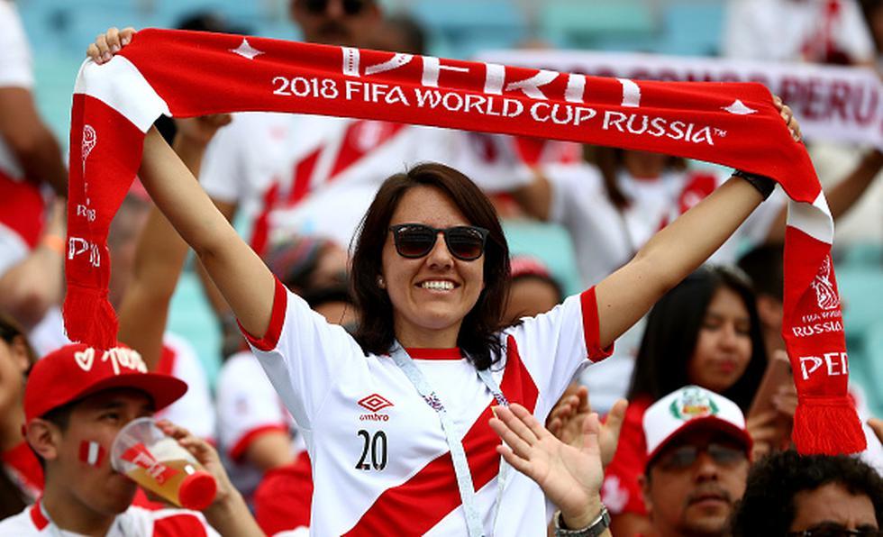¡Con tu voto! La hinchada peruana puede ganar el premio FIFA a la mejor afición. (Getty)