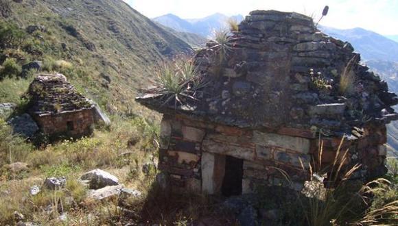 Las estructuras de piedra estaban ocultas en medio de la espesa vegetación. (Magno Nava)