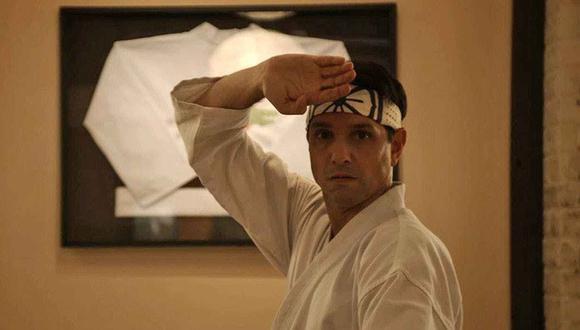 """Según una teoría, un breve momento en """"Karate Kid Part II"""" podría inspirar la premisa de la temporada 3 de """"Cobra Kai"""" (Foto: Netflix)"""
