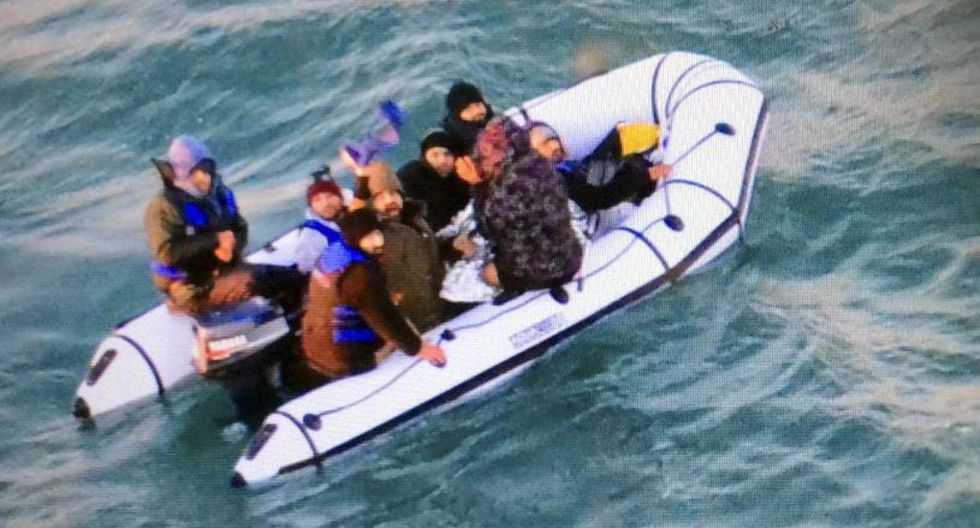 Desde octubre se ha registrado un fuerte aumento en el número de migrantes que intenta cruzar el Canal de la Mancha desde Francia. (Foto referencial: AP).