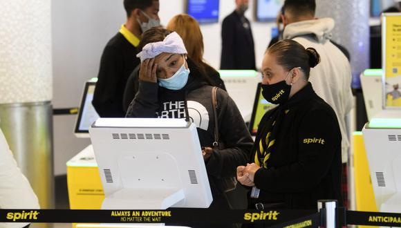 Colombia y Costa Rica eliminaron en las últimas semanas la exigencia de una prueba diagnóstica negativa para los viajeros que ingresan al país, siguiendo recomendaciones de la OPS emitidas en octubre. (Foto: Patrick T. Fallon / AFP)