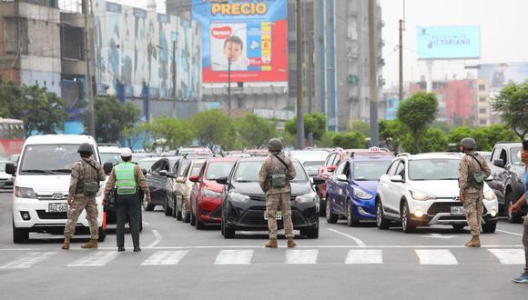 La Policía cerró algunas vías de la capital para hacer cumplir el aislamiento social obligatorio. (GEC)